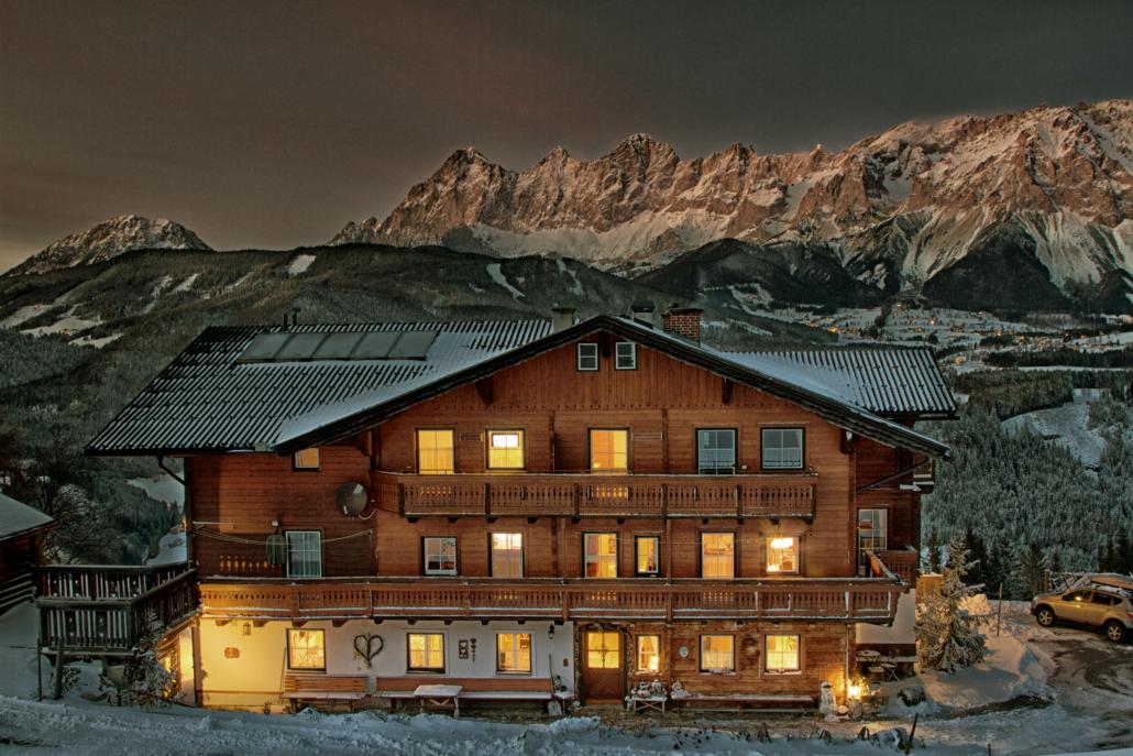 Bauernhaus bei Nacht